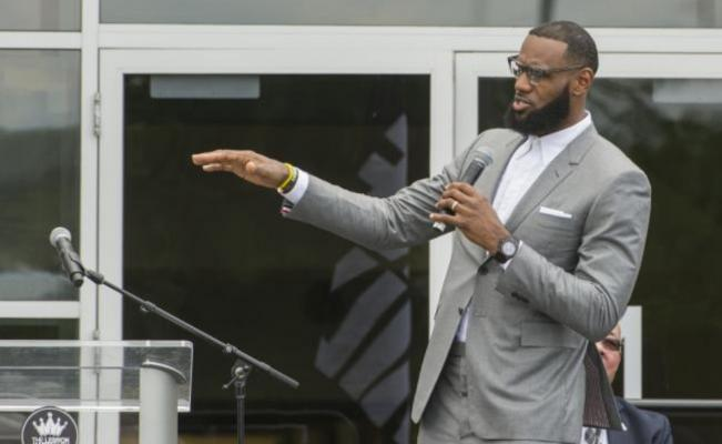 Trump intenta dividir a EU usando al deporte: LeBron James