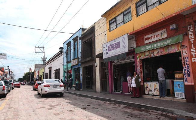 Revisan legalidad de comercio local
