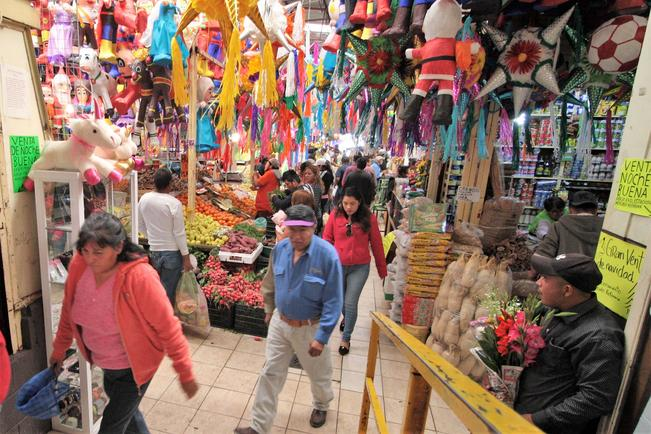 Regularizan a mercados privados de la capital