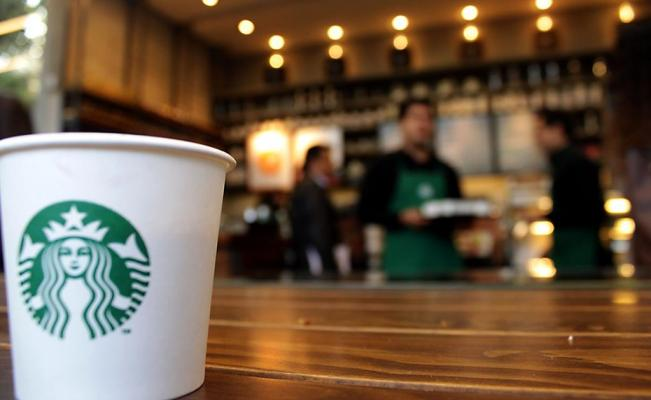 Starbucks dice no a los popotes