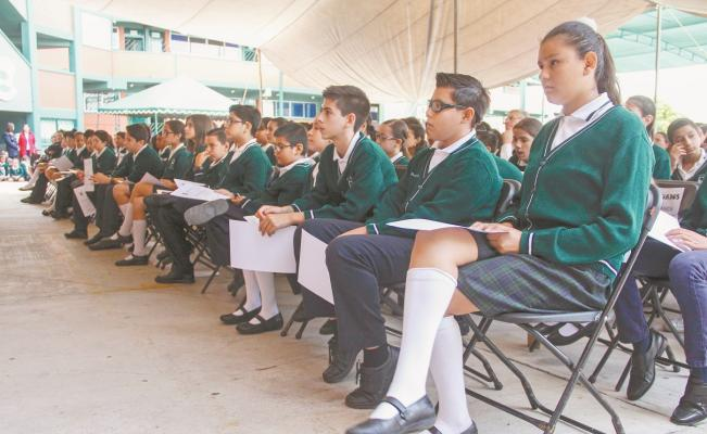 Analiza la capital dar becas a alumnos de nivel primaria
