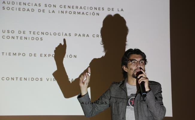 Demian Chávez expone crisis del fotoperiodismo