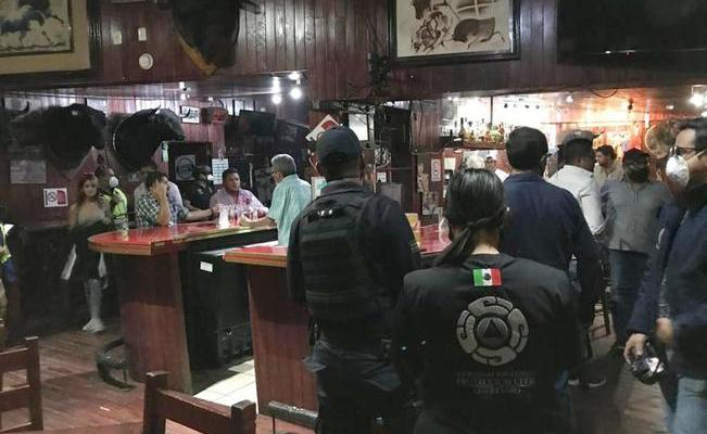 Clausuran bar en la capital que funcionaba a escondidas